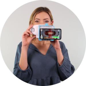 Girl scanning in dental monitoring using a scanbox